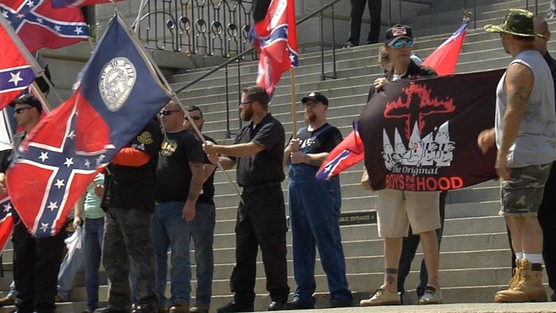 KKK rallies to Confederate flag