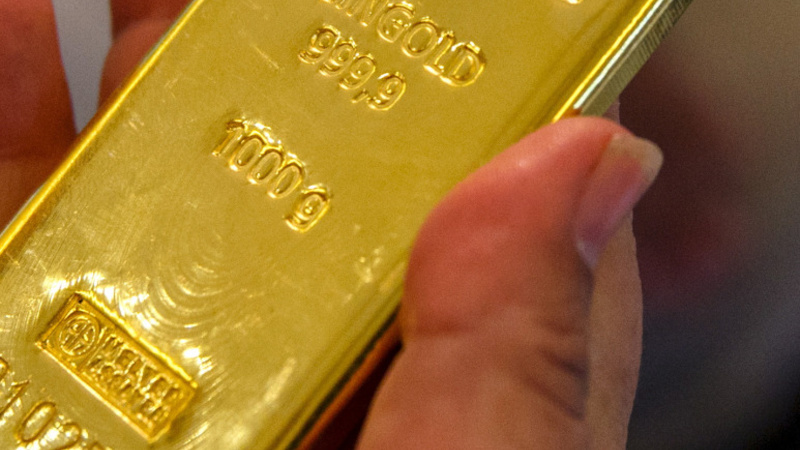 Gold drops to 5-year low