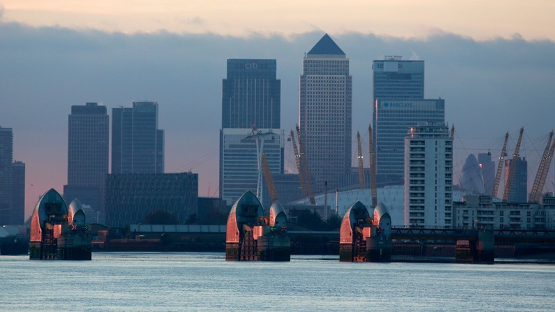 UK economy grows for 10th quarter