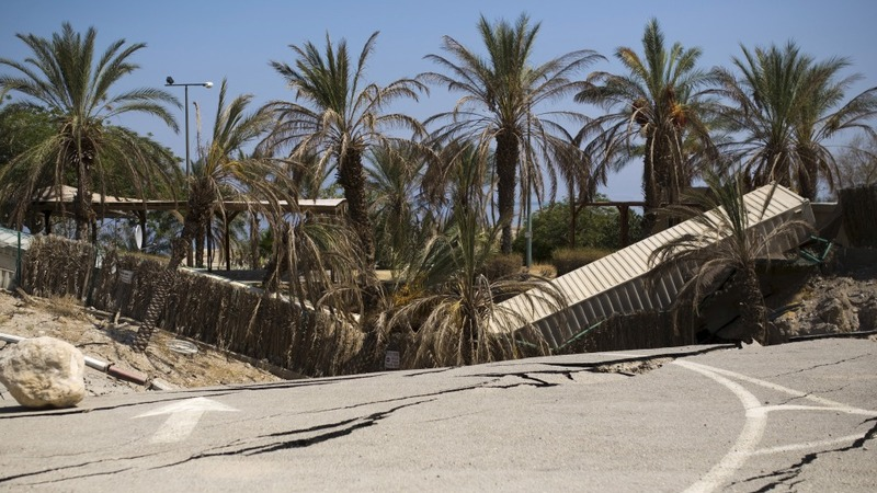 Sinkholes threaten Dead Sea coast