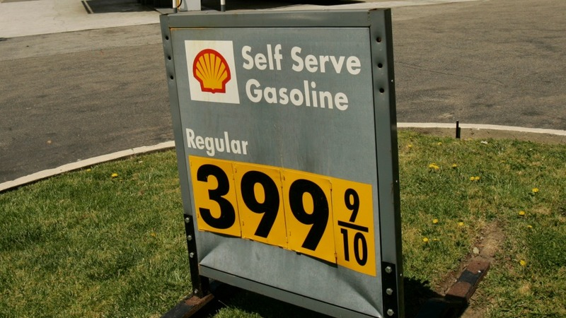 Oil giant Shell cuts jobs and assets