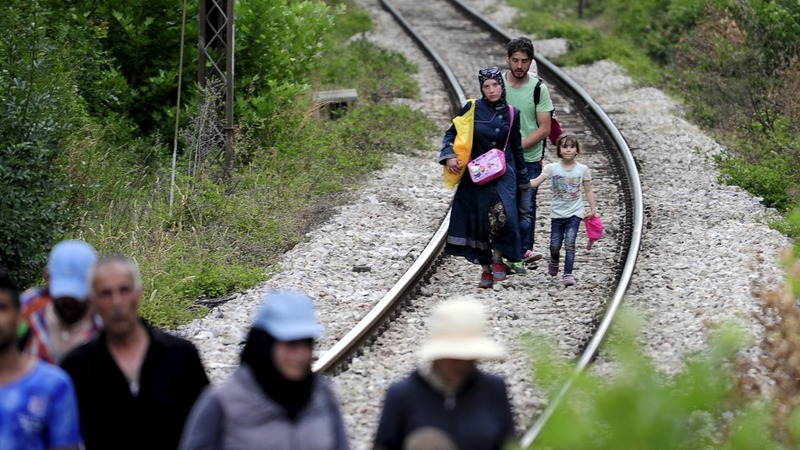 Balkan migrants race to beat Hungary's fence