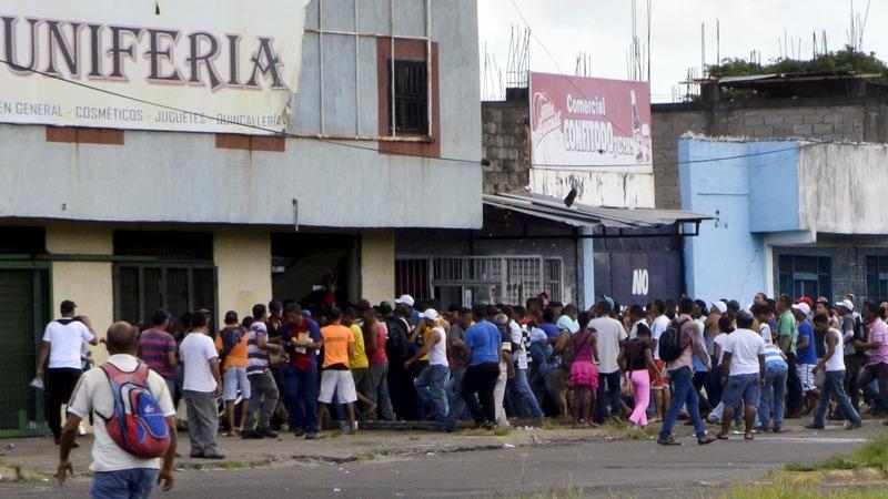 Venezuela looting leaves one dead