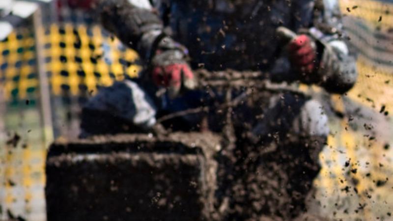 Lawnmower race rips through countryside