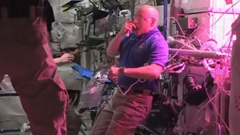 Astronauts eat first-ever space lettuce