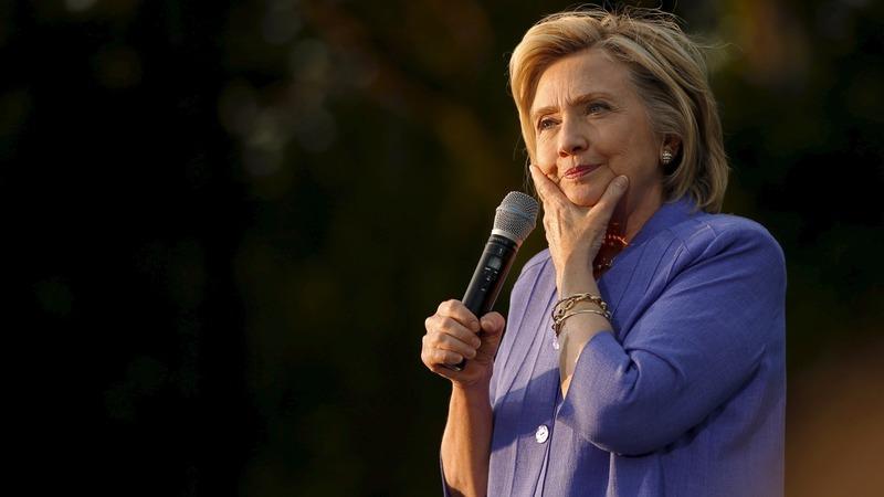 FBI to examine Clinton's private e-mail server