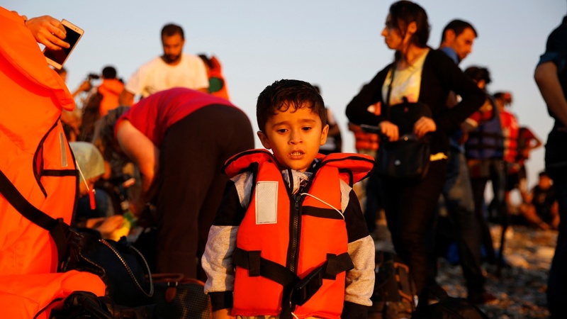 Thousands land on Kos fleeing war in Syria