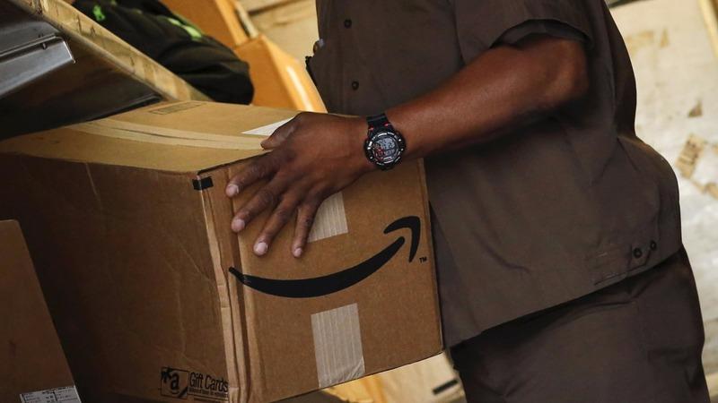 Techies jump to Amazon's defense
