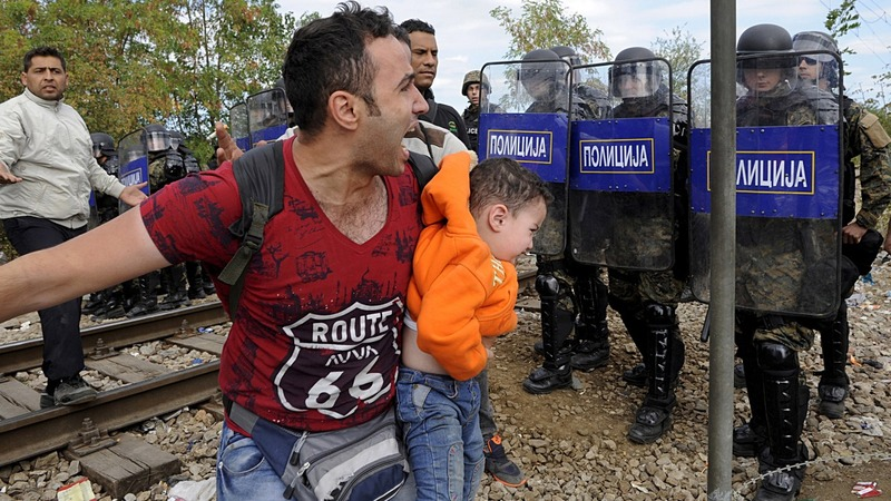 Macedonia fires tear gas at border crowd