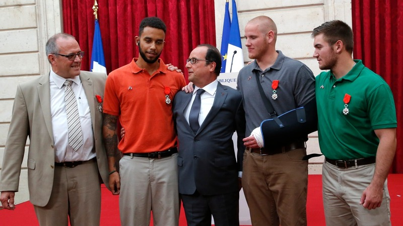 Top French award goes to train 'heroes'