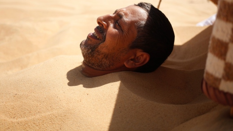 How Egyptians bury their troubles in the sand