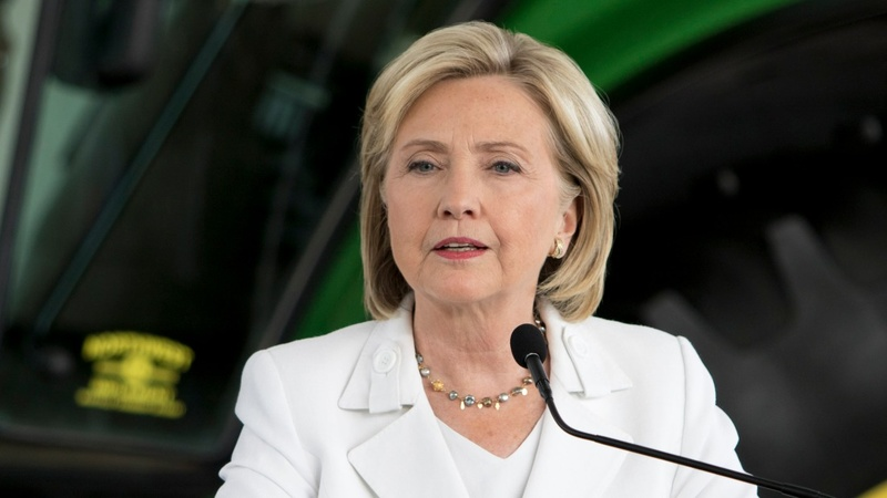 Clinton turns up the heat on guns