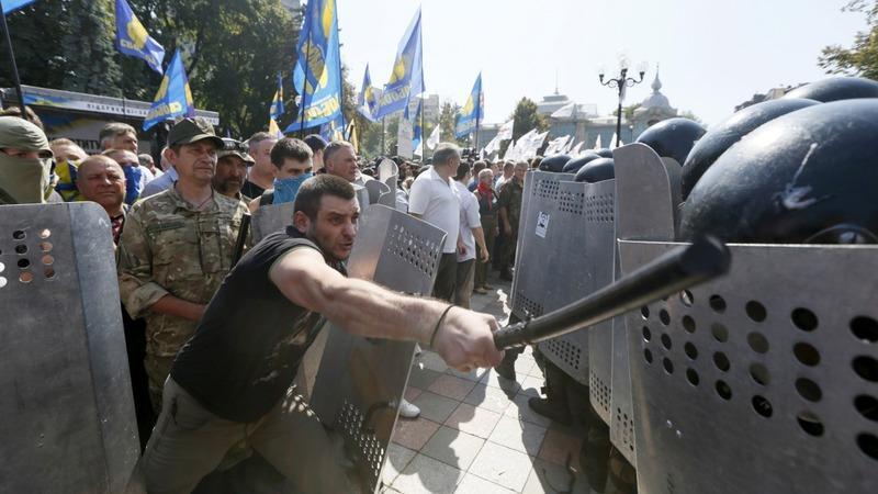 Clashes erupt outside Ukraine parliament