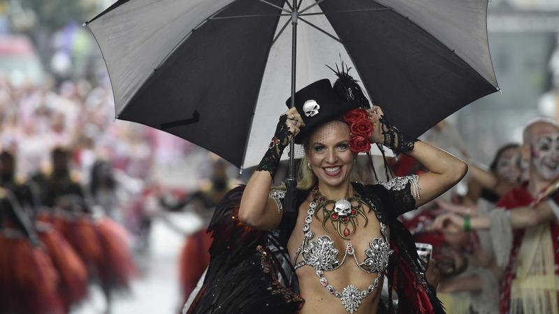 Over 90 arrests at wet Notting Hill Carnival