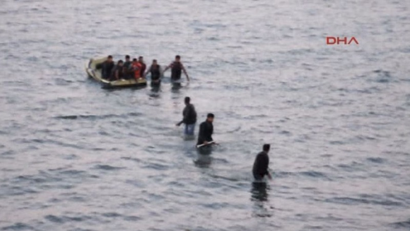 Shock images raise pressure to aid refugees