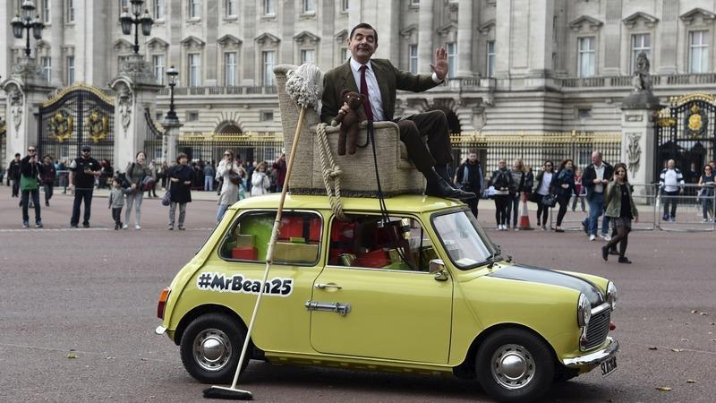 Mr Bean seeks Queen at Buckingham birthday
