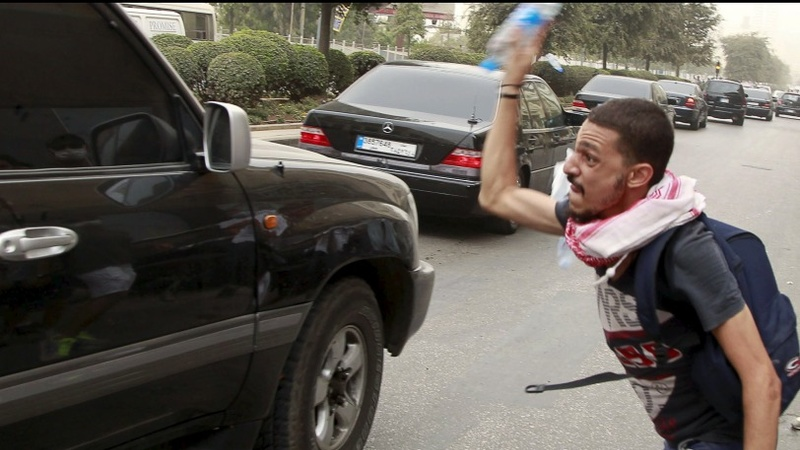 Lebanese 'crisis talks' draw angry protestors