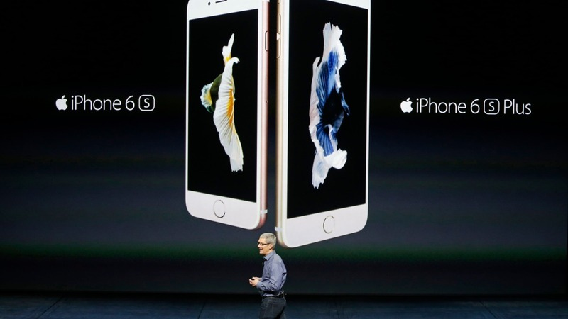 Apple leads late-day market swoon