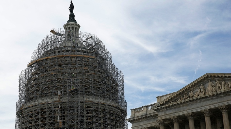 Obama's Iran deal survives key Senate vote