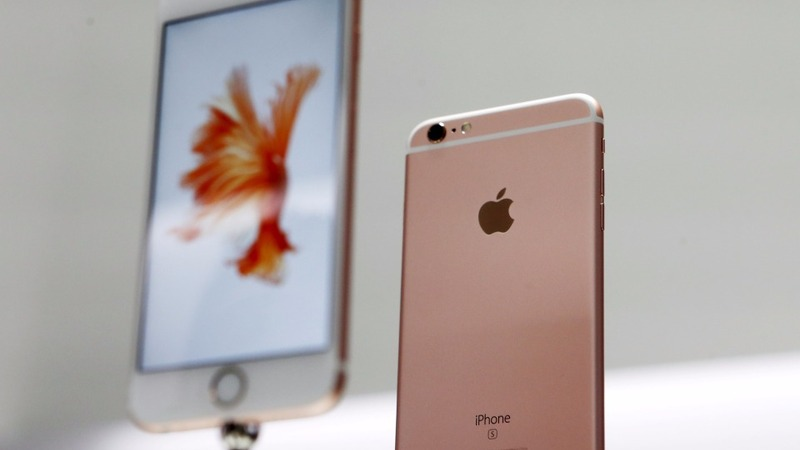 Apple holds back in iPhone sales data