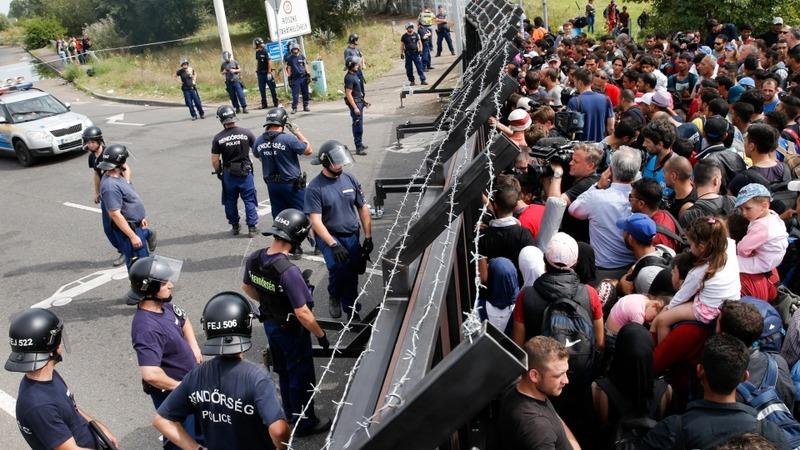 Hungary closes EU door to refugees