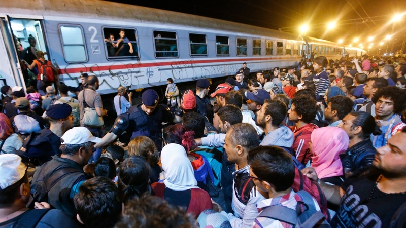 Hungary, Croatia trade insults over refugees