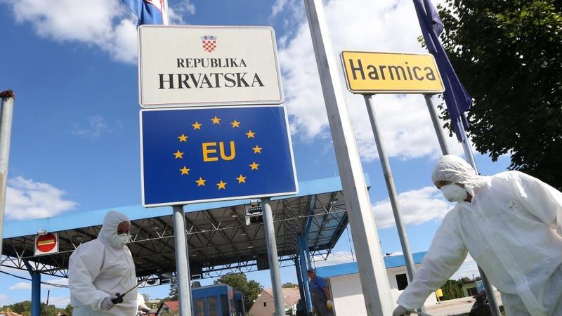 Croatia moves migrants to transit camp
