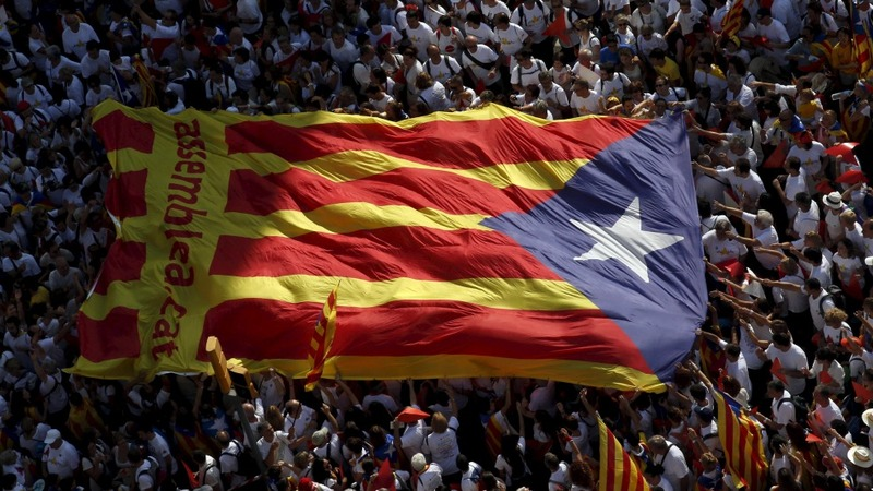 Polls give Catalan separatists slight lead