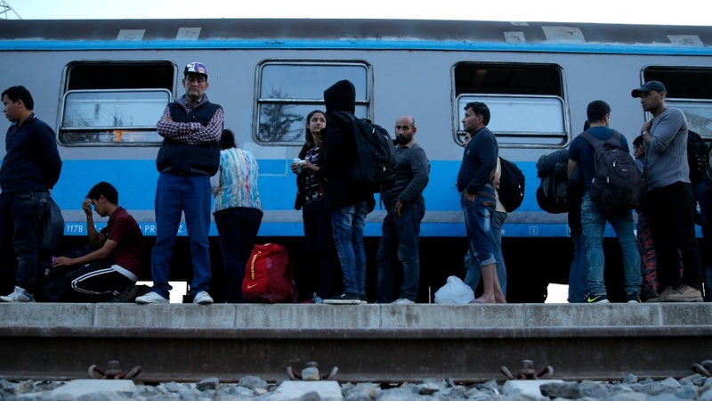 EU ministers back refugee-sharing plan
