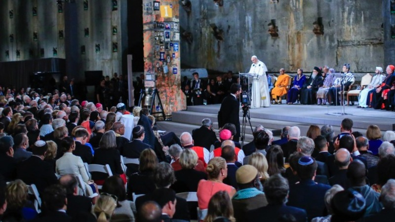 Pope rejects extremism at 9/11 memorial