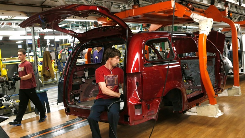 Fiat Chrysler workers move closer to picket line