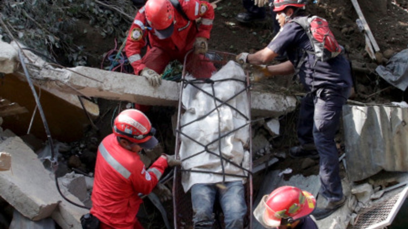 Hundreds missing after Guatemalan hill collapse