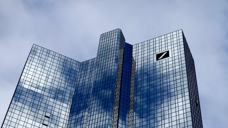 Deutsche Bank flags €6 bn loss