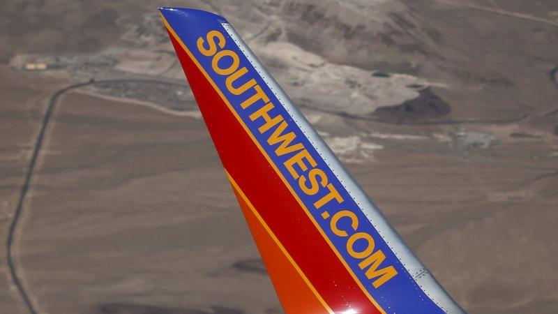 Glitches delay hundreds of Southwest flights