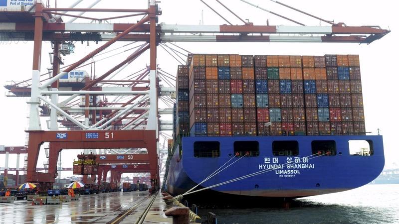 China's trade slump spoils recovery hopes