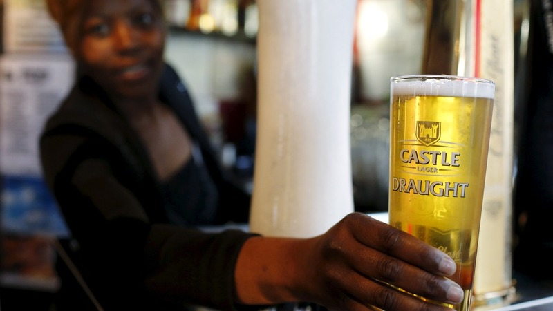 Beermakers agree on $104B mega-deal