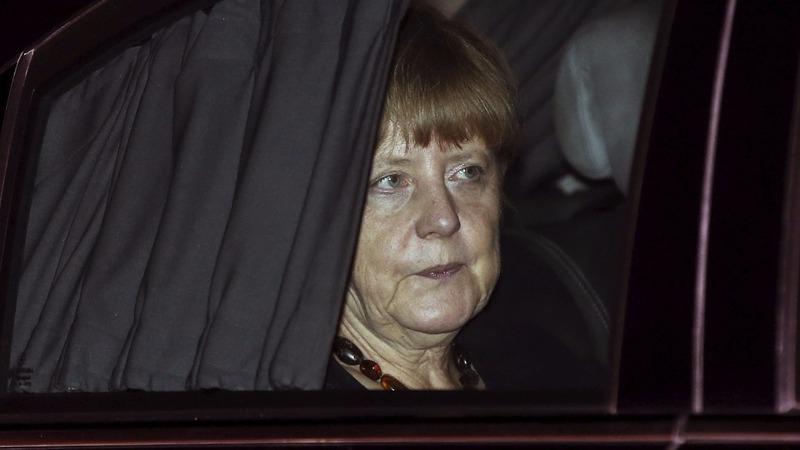 Merkel loses popularity over 'transit zones'