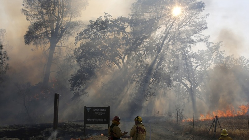 2015 challenging U.S. wildfire records