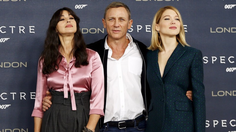 Bond's first reviews: five stars for 007