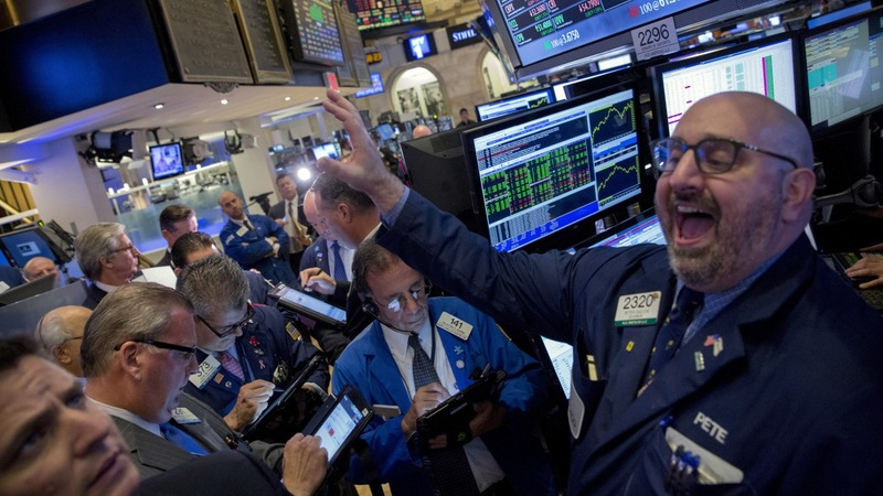 Tech helps Wall Street bounce back from 2015 loss