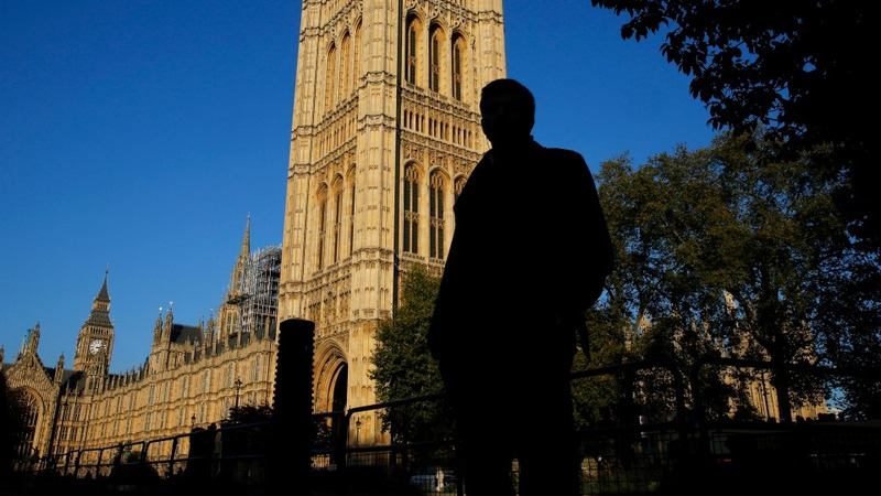 Lords vote to delay tax credit cuts