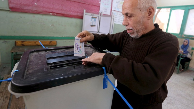 Loyalists lead in Egyptian poll