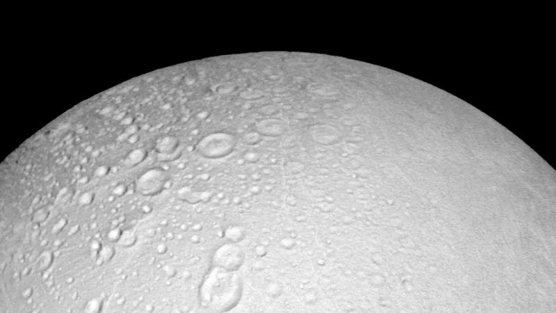 NASA probe heads for Saturn close encounter