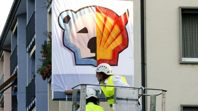 Shell earnings slump after Arctic halt
