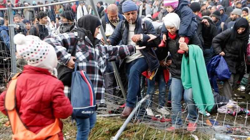 Migrants backed up at Slovenia-Austria border