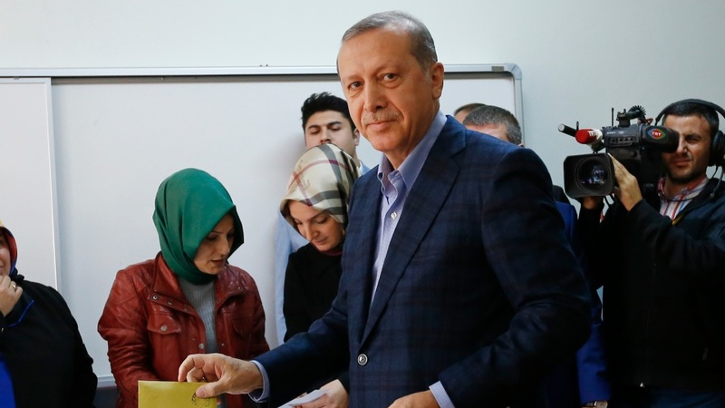 Turkey votes in tense election