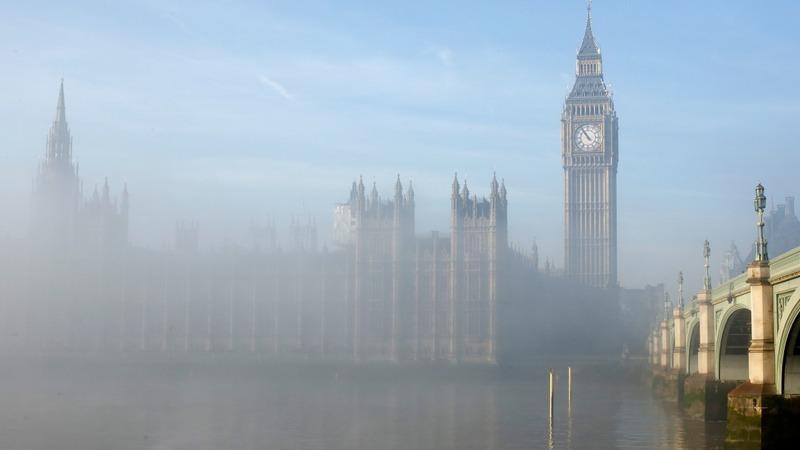 UK fog blanket causes flight havoc