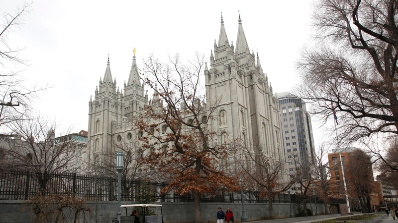 Mormon church bars same-sex couples