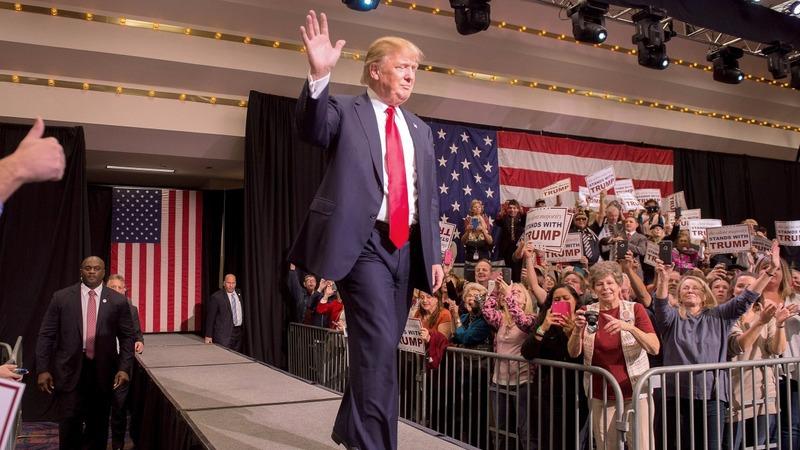 Trump hosts SNL amid protests