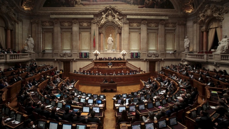 Portugal left topples minority government